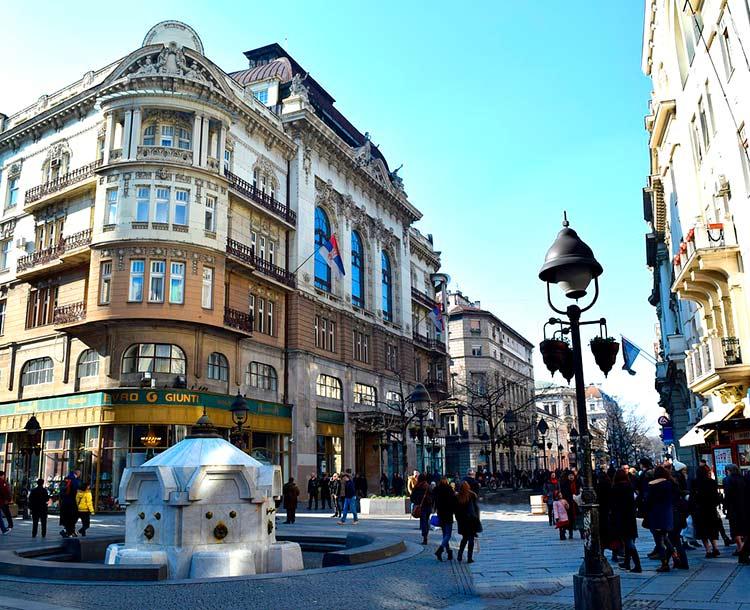 Calle peatonal en Belgrado