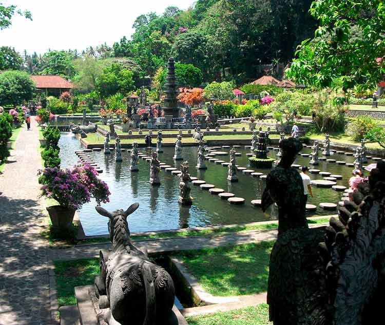 Taman Ujung de Bali templo acuático