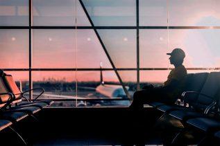 El vuelo se retrasa y pierdo la conexión con otro vuelo