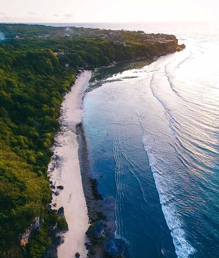 Playa de Padang Padang en Bali Indonesia