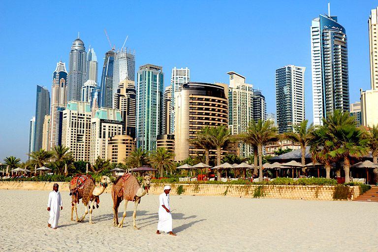 la arquitectura futurista de Dubai es otra razon para viajar a Dubai